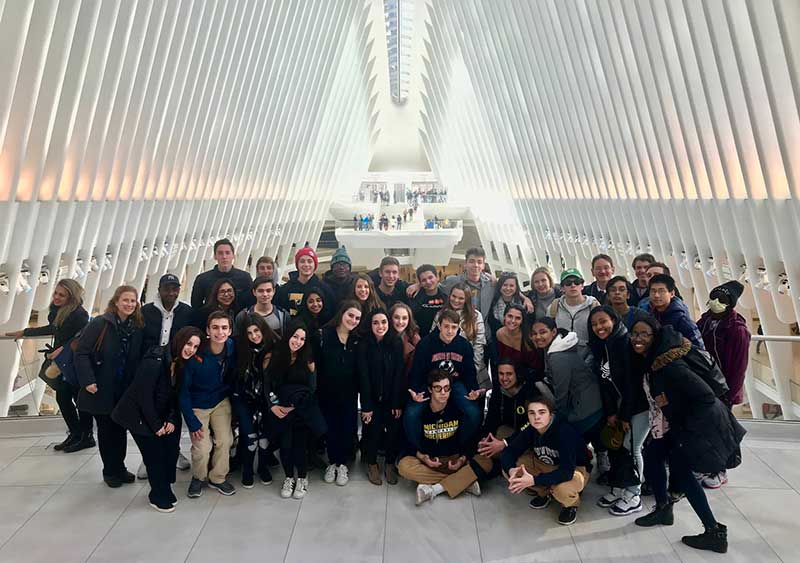 Spanish Juniors and Seniors Travel to New York for a Day of Theater and Architecture