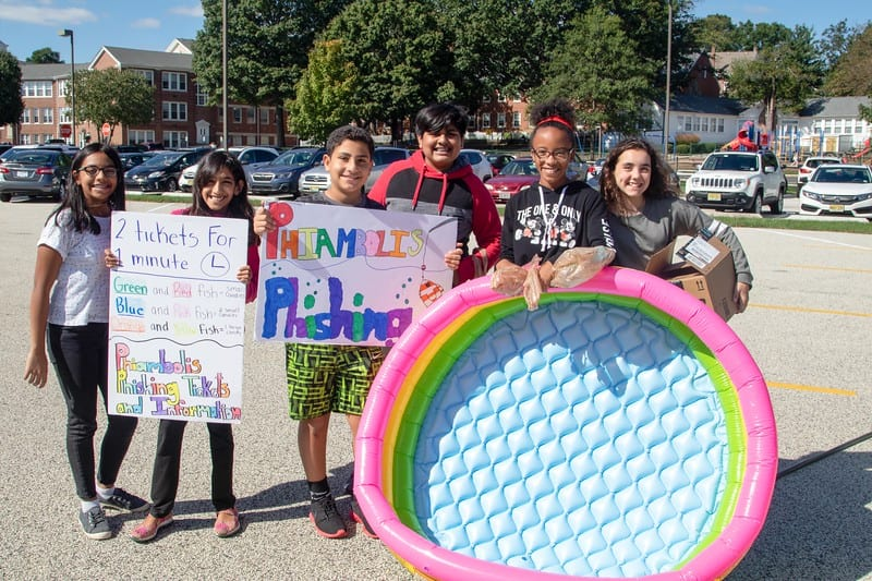 Middle School Students Raise $2,500 for Disaster Relief at 2018 Service Fair